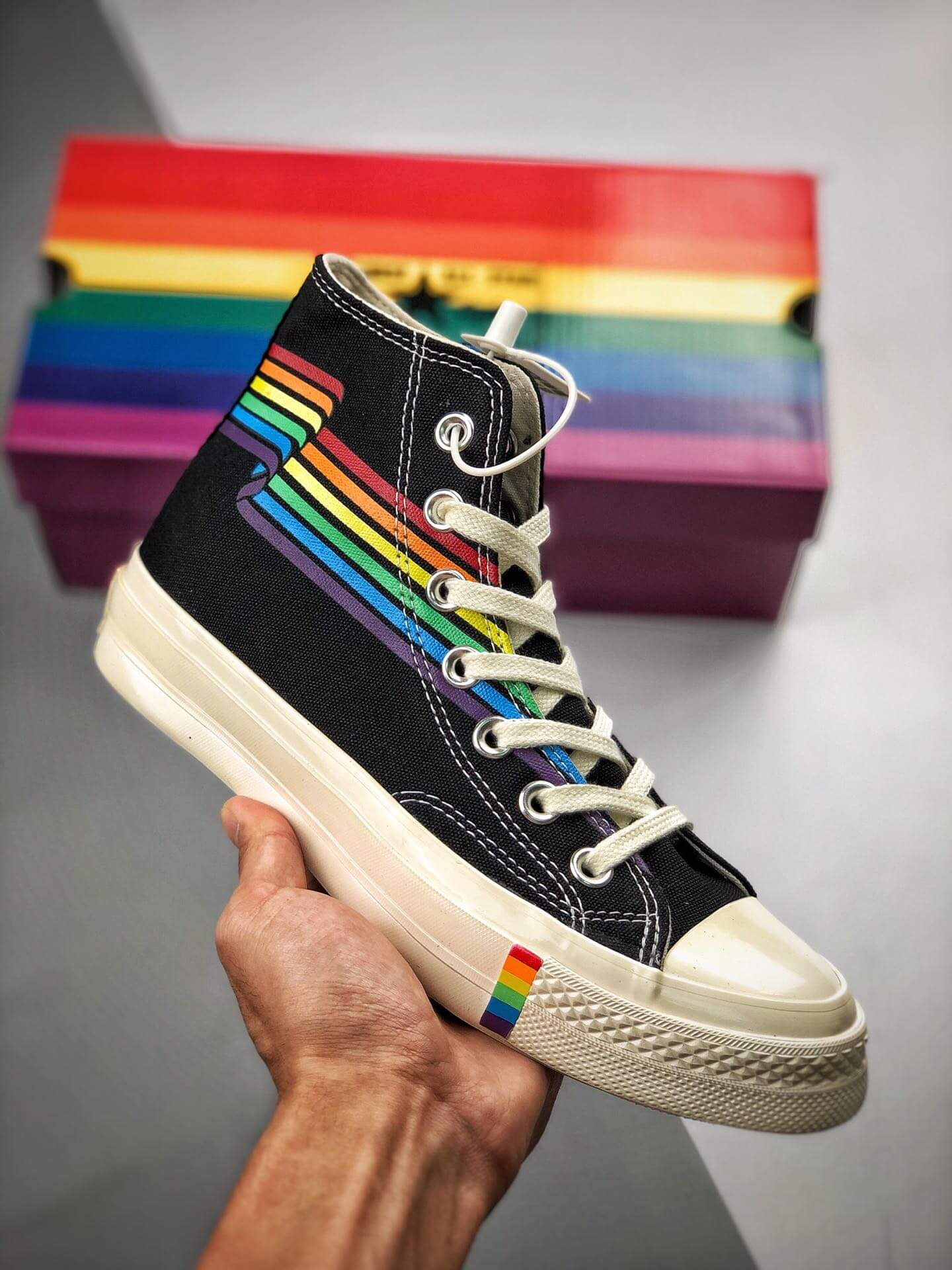 The Converse Chuck Taylor All Star 70S Pride Black Rainbow High-Top Repshoes