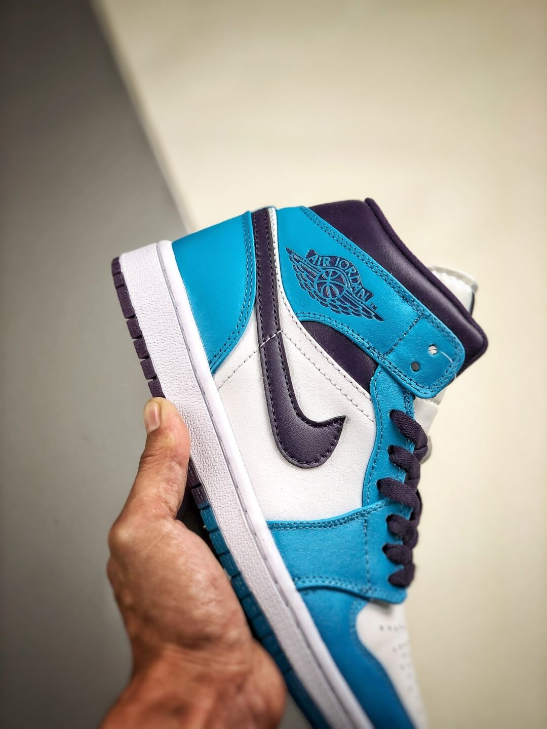 The Air Jordan 1 Mid Hornets Blue Lagoon and Grand Purple Leather Upper Jordan Wings Logo Repsneakers 05