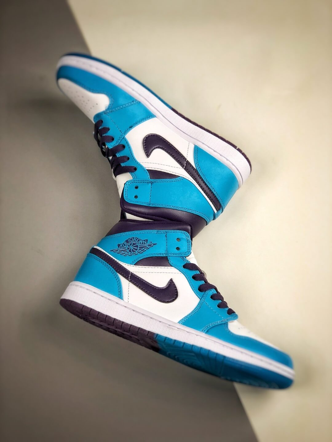 The Air Jordan 1 Mid Hornets Blue Lagoon and Grand Purple Leather Upper Jordan Wings Logo Repsneakers 08
